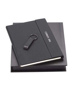 Набор Cerruti 1881: дизайнерский блокнот А5, брелок с флеш-картой USB 2.0 на 16 Гб, черный